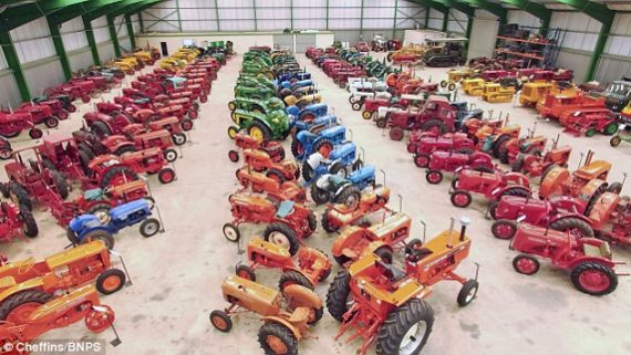 2C4C0F7400000578-3234789-Paul_Rackman_s_incredible_collection_of_230_vintage_tractors_is_-a-75_1442290283220