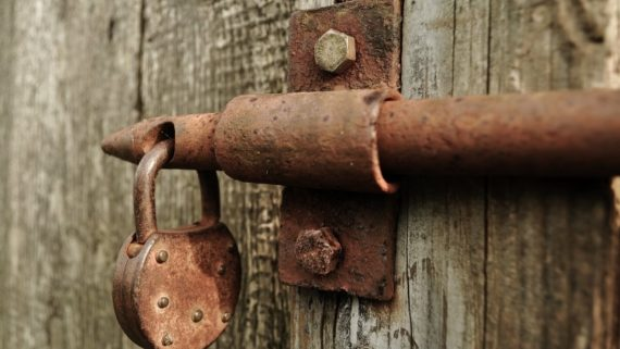 lock-rusted-barn-shed-iron-vintage-padlock